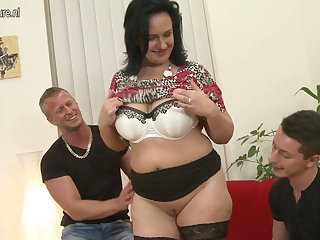 Sexy MOM suck and fuck war cry her Nipper and son