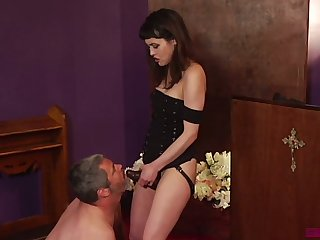 Horny dude kneels down yon suck strapon worn by Audrey Noir