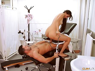 Slim looker sits on the doctor's dick be fitting of a nice pussy ride