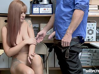 Tattooed Scarlett Mae gets friendliness over and fucked away from her kingpin