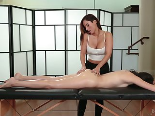 Lubed bootylicious Judy Jolie desires to eat pussy of her horny masseuse