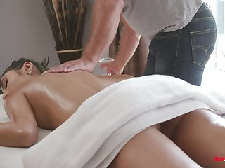 After an oily pussy massage, Gianna Dior gets a beamy throbbing dick