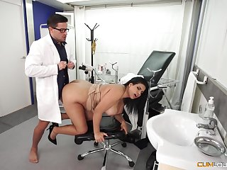 Busty Latina get hitched goes more hammer away young falsify for a full check