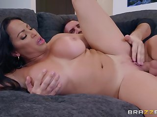 Shameless MILF spreads her pussy lips for Keiran's dong