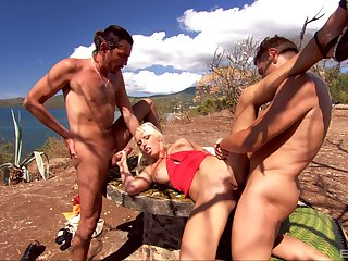 Sunny outdoor threesome orgasms for Diana Gold