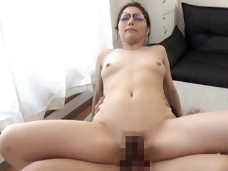 Amateur Asian porn insusceptible to cam with the wife riding lasting