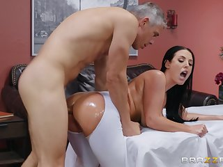 Leader join in matrimony tries the masseur be worthwhile for a wild fuck