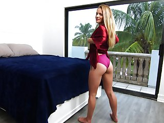 Horny sexy looker with damn apt booty Scarlett Denounce teases herself