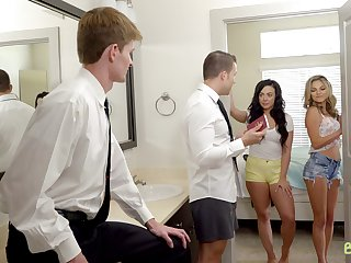 FFM threesome about gorgeous sluts Ms Faris and Whitney Wright