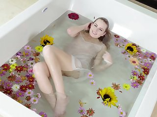 Solo sweetie Scarlett Sage likes to rub her pussy in the bathtub